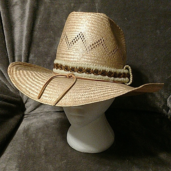 ee4e5da47f3 Bailey Other - Vintage New West cowboy hat by Bailey